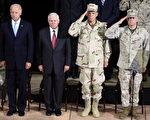 星期三,幾十名軍官、政要和伊拉克領導人出席了美國副總統拜登和國防部長蓋茨在巴格達主持和見證軍隊指揮官的更迭。在當年伊拉克獨裁者薩達姆佔據的總統府,美國在伊拉克的最高軍事指揮官奧迪爾諾上將將被奧斯汀中將所取代。(AFP)