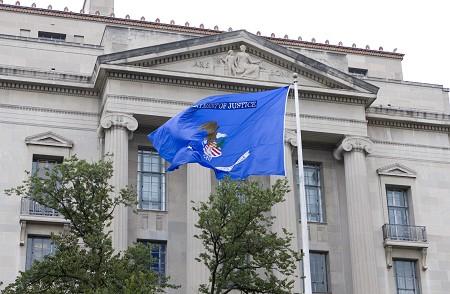 美司法部起诉12名俄情报人员干预美国大选