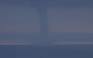 恆春半島太平洋岸清晨出現「水龍捲」