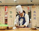 第三屆中國菜廚技大賽9月30日在紐約開賽。圖為參賽選手的比賽畫面。(攝影: 文忠/ 大紀元)