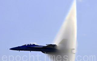 组图:南加海军基地航空展 美国各年代战机现身