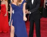 圖為2010年3月7日,瑪麗亞凱莉和丈夫在洛杉磯出席奧斯卡頒奬典禮,當時的體態較為豐腴。(AFP PHOTO)