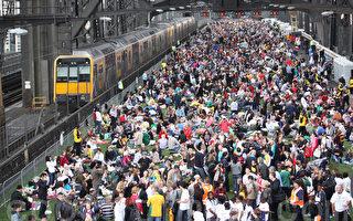 7千多人悉尼大橋上吃早餐  創世界記錄