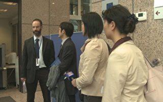 10月6日,歐中峰會期間,新唐人、大紀元、希望之聲記者在歐盟理事會入口處被攔下,理由是「安全原因」。(圖:新唐人)