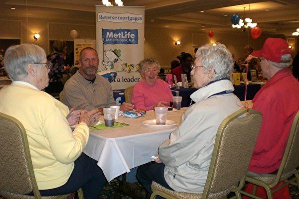 宾州众议员举办第二届老年公民博览会