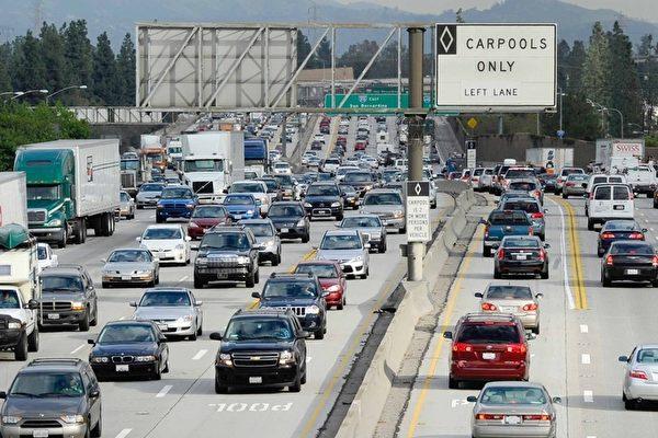 高速公路遇障碍物蒙损 谁买单?