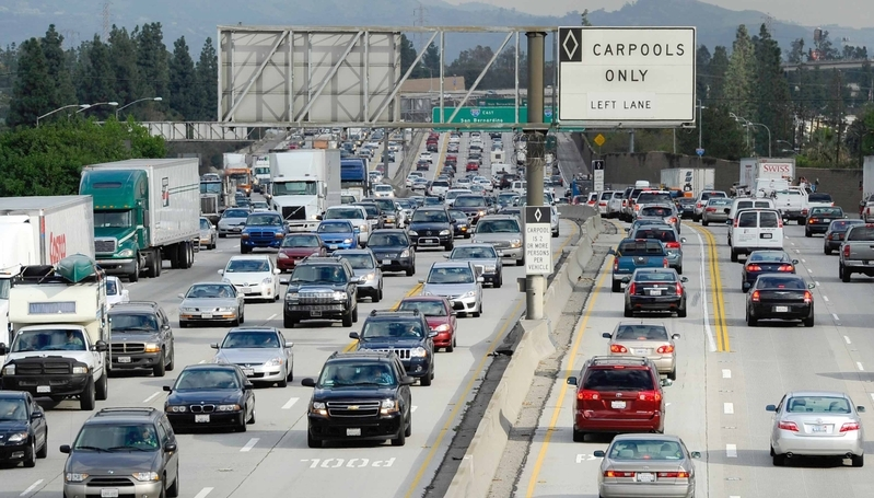 高速公路遇障礙物蒙損 誰買單?