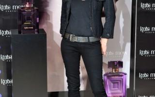 組圖:時尚超模凱特摩斯倫敦推銷香氛
