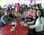 光鹽社義工及會員歡聚年終感恩餐會。(攝影: 張迎 / 大紀元)