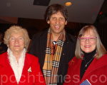 一家软件公司的经理和太太芭芭拉,以及岳母。(摄影:滕冬育/大纪元)