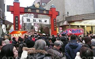 组图:日本新年神社外小吃红火