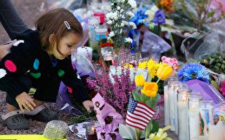 组图:民众悼念亚利桑那枪案受害者