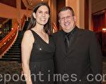 Brent Fisher 和太太Angela Fisher觀看了2月4日晚神韻在佛州勞德代爾堡市的布勞沃德藝術表演中心上演的三場演出。(攝影:/ Mark Zou)