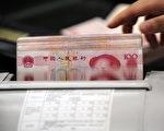 民眾表示,資金不足時,典當行是救急最佳選擇。(AFP PHOTO)
