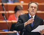 2011年1月25日,歐洲委員會大會司法事務委員會主席、瑞士政治家迪克‧馬蒂在法國斯特拉斯堡,歐洲委員會議會上發言。(AFP PHOTO/FREDERICK FLORIN)