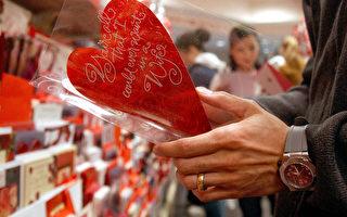 """英夫妻70年用一张情人节卡 """"真爱使之纯洁"""""""