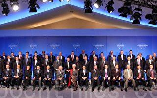 2011年2月19日中午,G20各成员国财长和央行行长及有关受邀世界、欧盟机构领导人拍全家福。(摄影:章乐/大纪元)