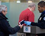 美国国土安全部星期五(2日)宣布,开始对飞往美国的航班使用新的保安措施。(AFP)