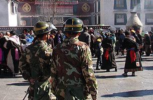 青海玉树藏民新年超度地震亡魂