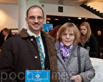 德國弗裡德裡西哈芬市音樂戲劇協會的董事萊西先生和母親(攝影:吉森/大紀元 )