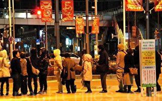 组图:地震中日本人井然有序令人震惊