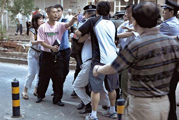 在中國除了「防疫」,更是要「防異」,也就是防止異見人士。現在一些知名異見人士已經開始遭到中共當局的報復。(AFP)