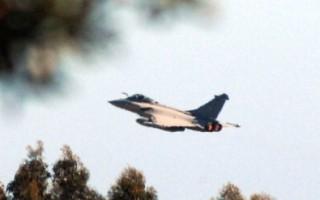 法戰機開火 摧毀卡扎菲4坦克 美射導彈