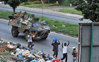 2011年4月1日,法國維和部隊進駐科特迪瓦首都阿必尚。 (AFP PHOTO/ ISSOUF SANOGO)