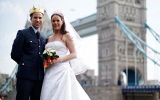 組圖:英國舉辦山寨威廉王子和王妃挑戰賽
