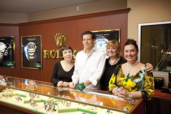 威廉‧巴瑟曼布碌崙店员,从左至右依次为:蕾塔(Rita Bushuyer),史帝芬(Steven Nattcin-Box),盖娜(Gaeina Mazor),爱丽娜(Irina Dunsky)。(摄影:爱德华/大纪元)