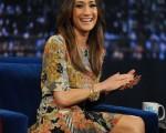 女星Maggie Q上节目频露迷人微笑。(图/Getty Images)