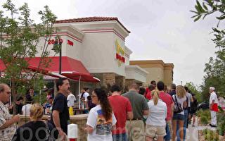 In-N-Out汉堡店扩张至达拉斯  顾客大排长龙