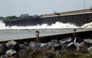 80年最大洪水  美國路州開閘洩洪