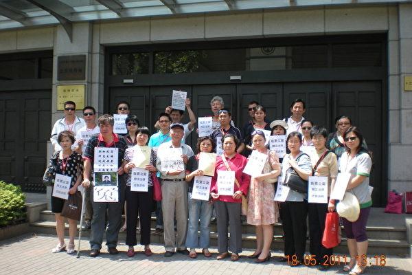 """""""我要立案!""""上海百冤民抗议司法渎职"""