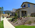 圖:洛杉磯聖蓋博谷待售的新屋。(攝影:劉菲/大紀元)