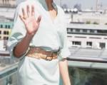 女星卡梅隆·迪亚兹(Cameron Diaz)现身柏林宣传新片,人气旺遭到热情粉丝围堵,让她灿笑不断。(图/Getty Images)