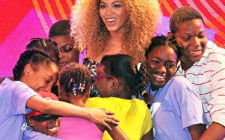 组图:碧昂斯动感献唱 儿童环绕母爱满溢