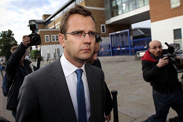 英媒窃听案 前发言人被捕  卡梅伦尴尬