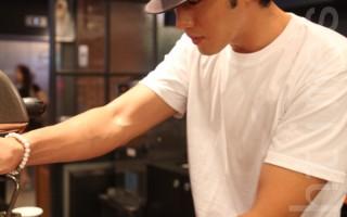蘇志燮變身咖啡店老闆  親調咖啡造勢