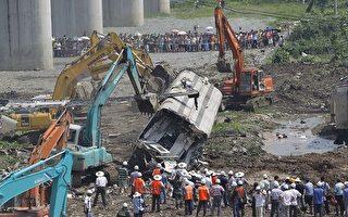 事故20小時之後,官方開始對車體進行拆解。(ChinaFotoPress/Getty Images)