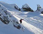 组图:瓦纳卡直升机滑雪挑战赛 活力四射
