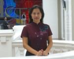 新加坡的华文老师沈健离家十载,她年迈的双亲苦盼全家团聚,可是她申请延期护照却遭到中领馆的拒绝。(照片由作者提供)