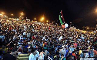 新華網有意把圖像傾斜,造成不穩定的視覺效果,以表達對利比亞人民自由勝利的仇視心理。(網絡截圖)