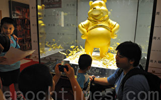 周大福打铸全球最大足金小熊维尼