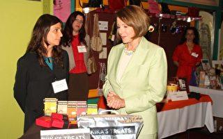 佩洛西与女企业家聊家常