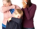 图:预防流感措施之一是:打喷嚏时用手帕遮住口鼻。(Fotolia(摄影: Sharon Barnes /  Fotolia)