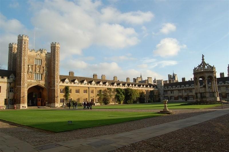 中共駐英大使籲留學生「為祖國服務」引關注
