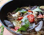 蒜香海蚌(西施舌)義大利麵(攝影: ALEX / 大紀元)