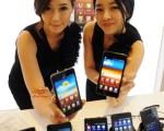 南韓三星電子公司的銀河S2榮獲《T3》年度最佳手機。(AFP PHOTO/JUNG YEON-JE)