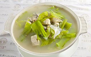 鱼汤(摄影: 吴柏桦/大纪元)